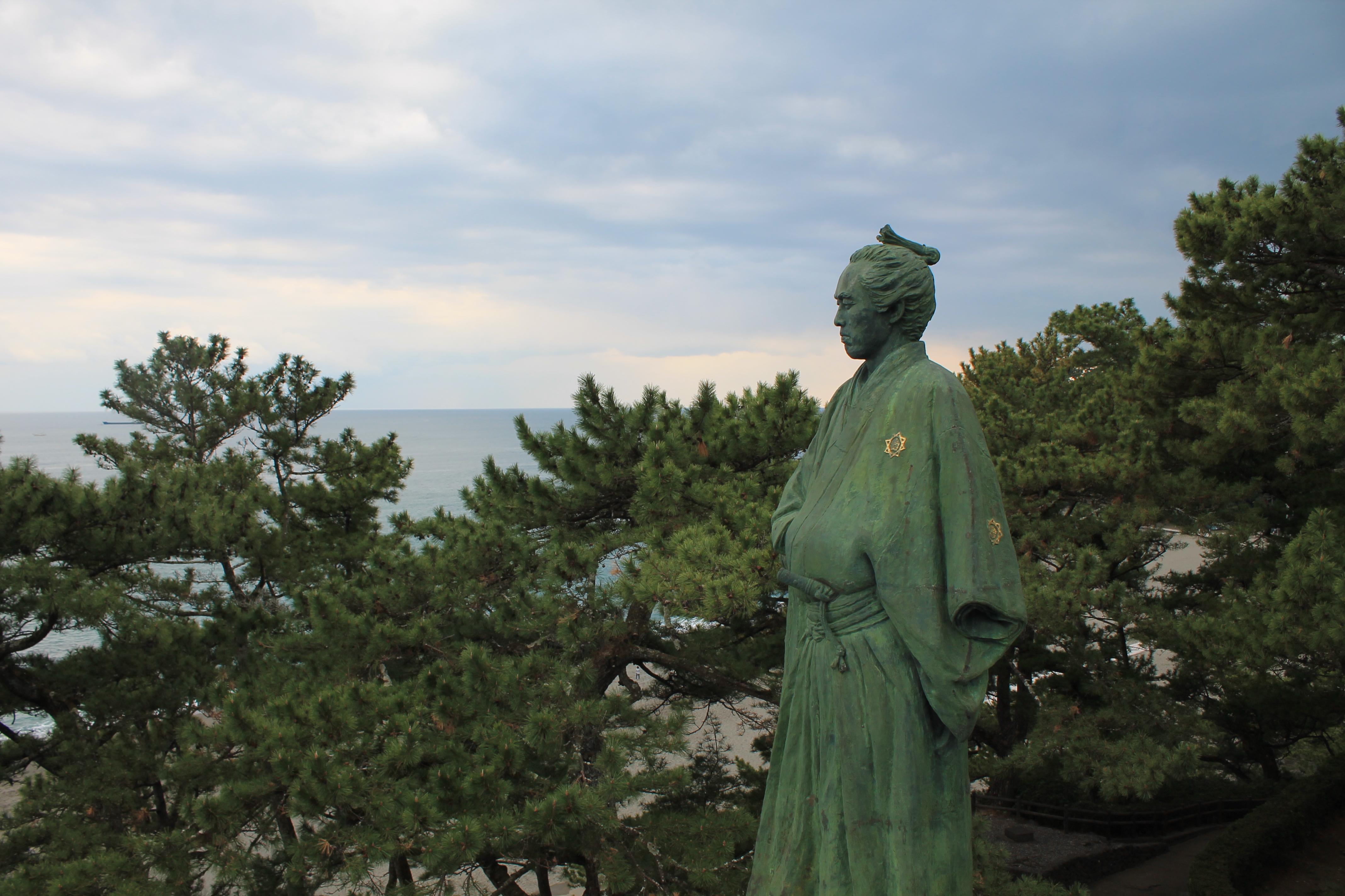 桂浜、龍馬に大接近の時に見れる坂本龍馬像