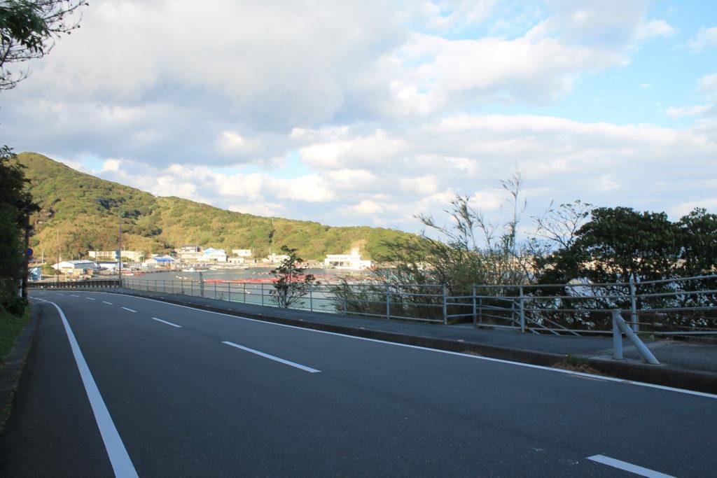 柏島の白浜ビーチへ行く道