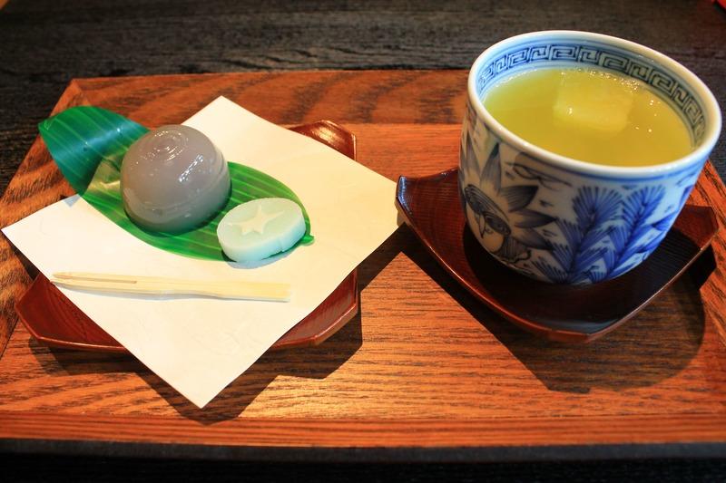 とさ屋のお茶と和菓子