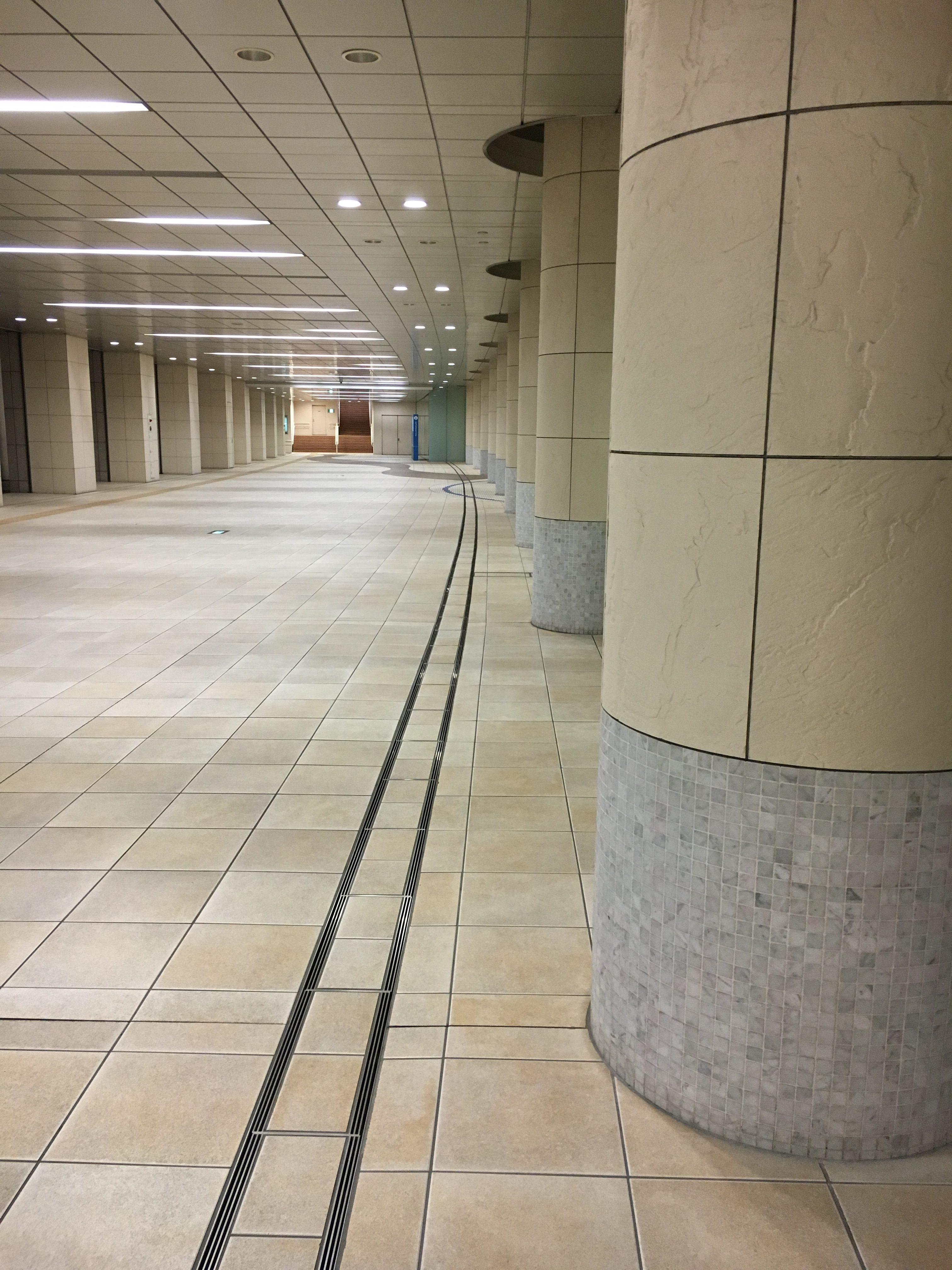 ナオミとカナコのロケ地:汐留シティーセンター