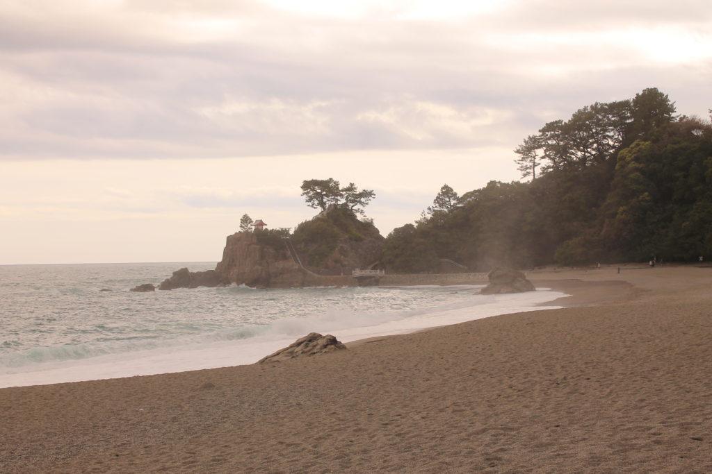 夕日がてらす桂浜