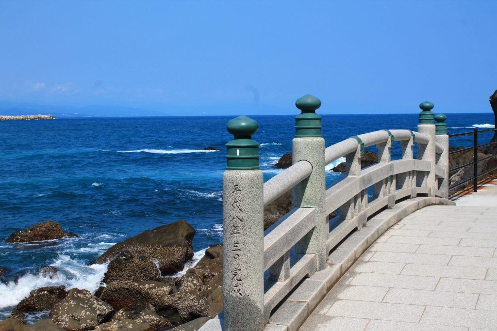 桂浜の龍宮橋