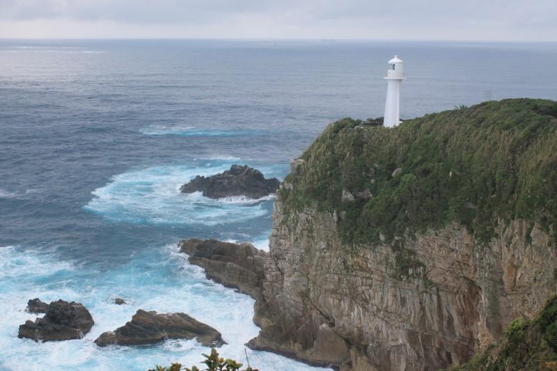 雨の日の足摺岬右側の風景