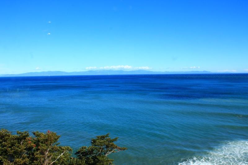 かいざんから見える海。遠くまで続く青