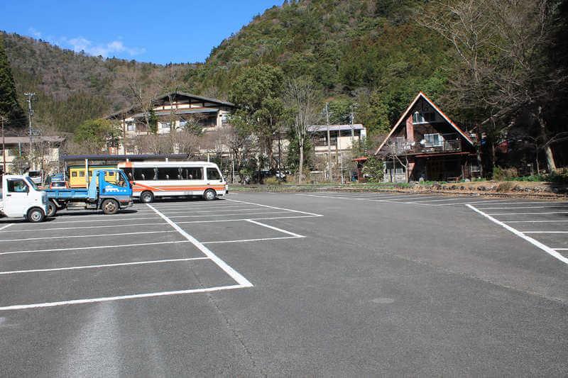 寸又峡の駐車場