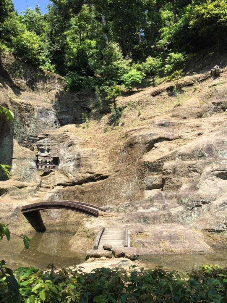 瑞泉寺の岩庭の橋
