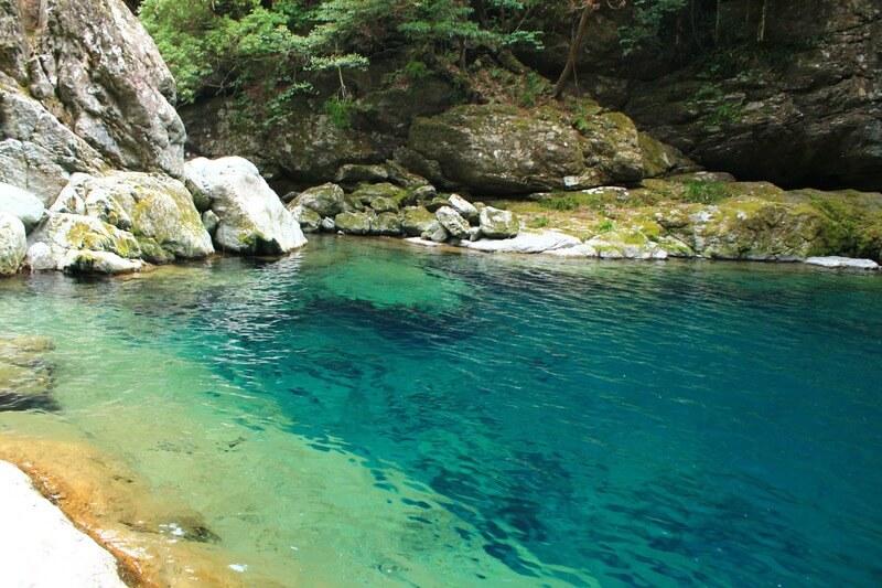 にこ淵の綺麗な水