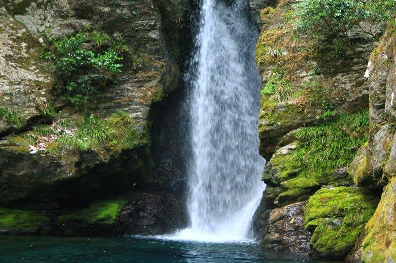 にこ淵の滝