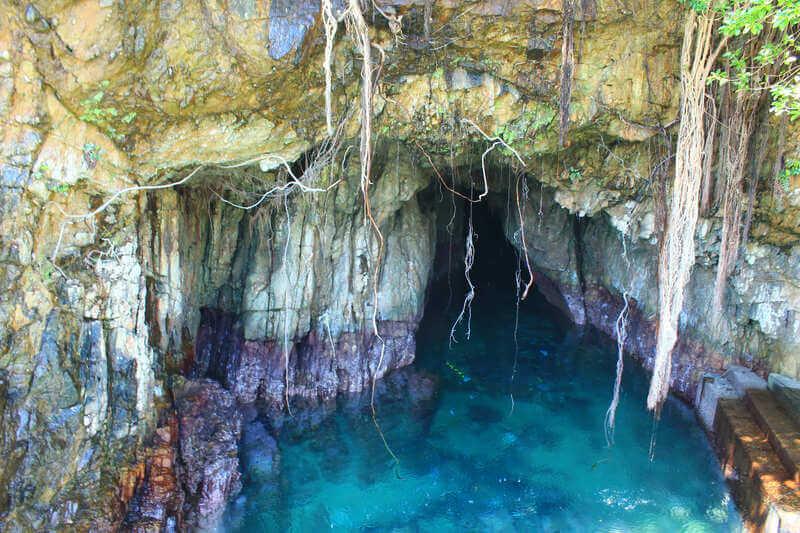 高知県土佐清水市の松尾漁港にある養老洞