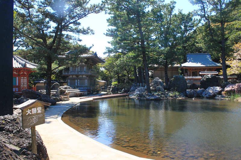 金剛福寺の中の池