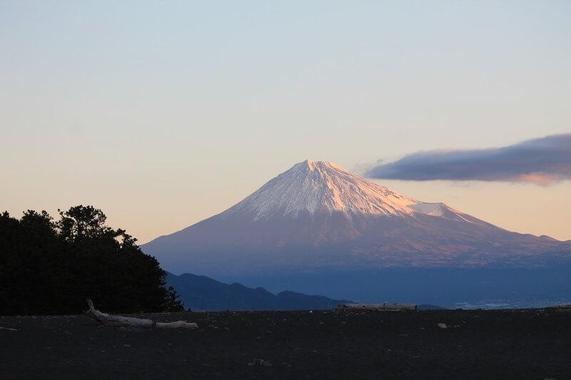 三保の松原から見る富士山