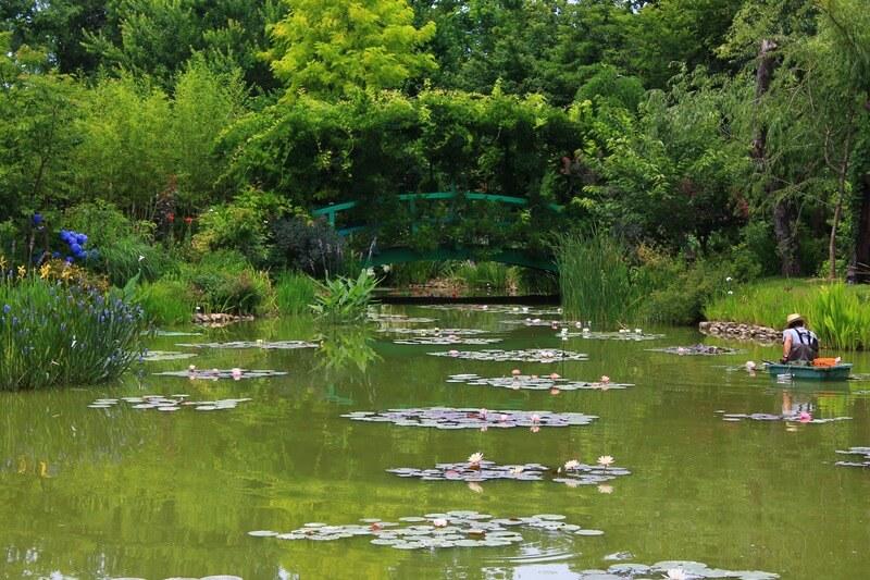 モネの庭を再現した花の美術館:池