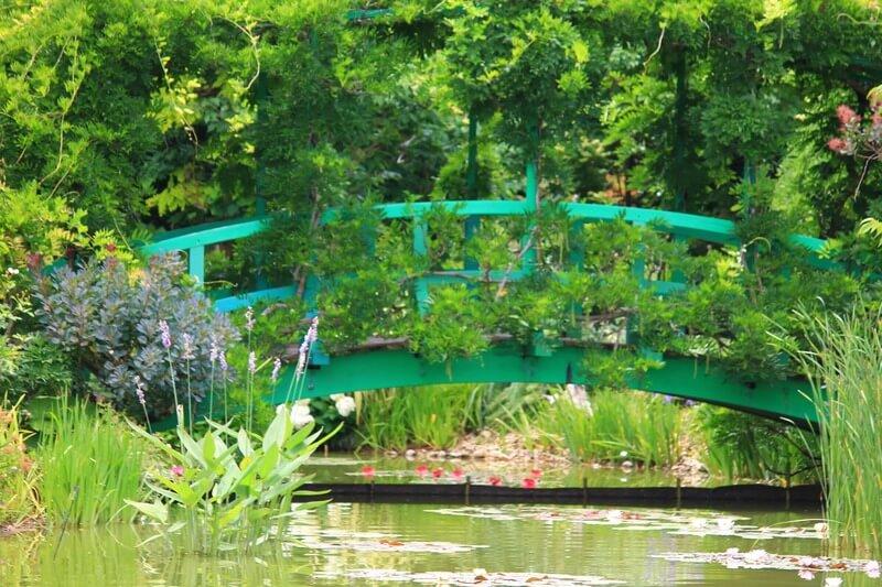 モネの庭を再現した花の美術館:太鼓橋