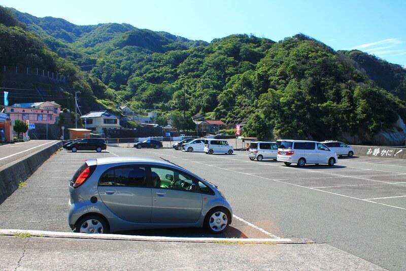 ヒリゾ浜の駐車場、7月の平日